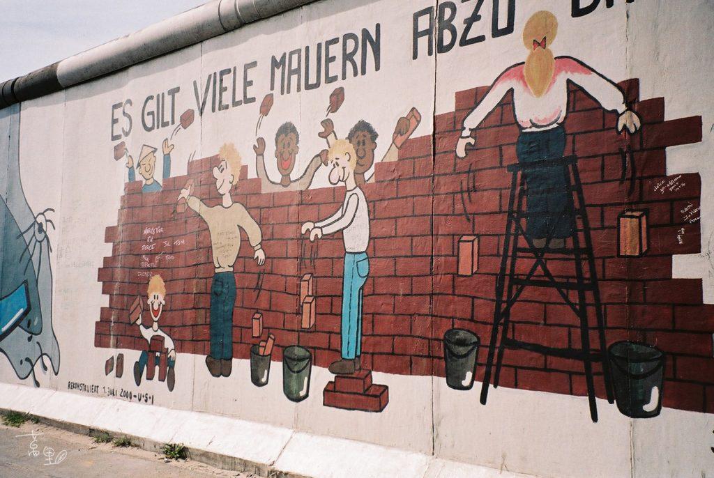 圍牆上的畫